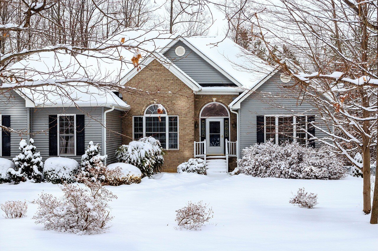 Moving into a Mobile Home During Winter: 5 Tips